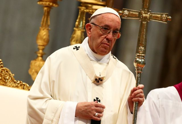 Ρώμη: Ο πάπας Φραγκίσκος κερνάει παγωτά τους άστεγους | tovima.gr