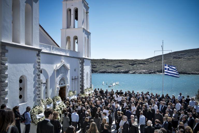 Πλήθος κόσμου είπε το ύστατο χαίρε στον Αλέξανδρο Σταματιάδη | tovima.gr