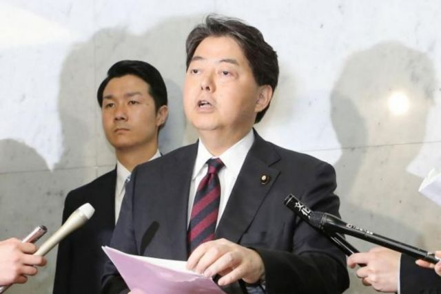 Ιαπωνία: Η γυμναστική υπουργού Παιδείας που οδήγησαν σε «γιόγκα γκέιτ»   tovima.gr