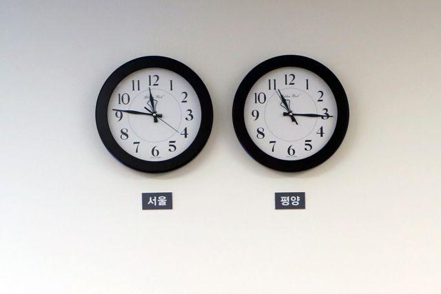 Συντονίζουν τα ρολόγια τους μετά από 3 χρόνια Βόρεια και Νότια Κορέα | tovima.gr