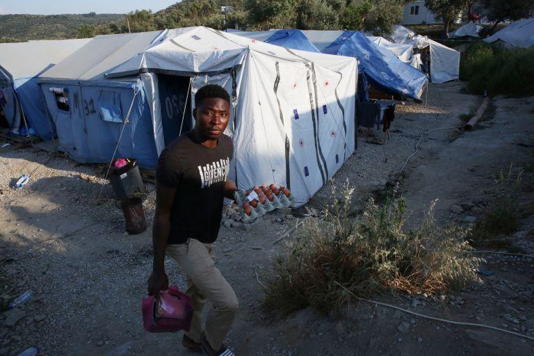 Βίτσας: Στόχος η ταχύτερη εκκένωση των πρόχειρων χώρων στέγασης προσφύγων στην Πάτρα | tovima.gr