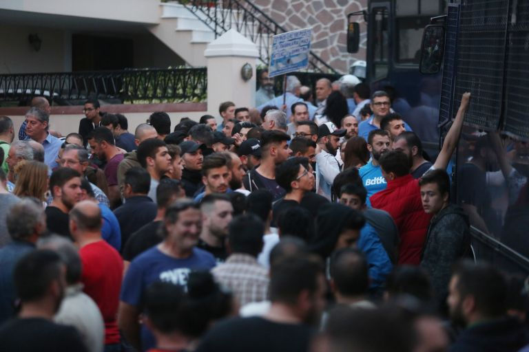 Βουλή: Αντιπαράθεση για την επίσκεψη Τσίπρα στη Λέσβο   tovima.gr
