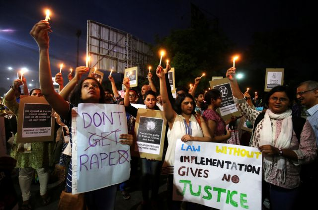 Ινδία: Βίασαν και έκαψαν ζωντανή έφηβη για να μην καταγγείλει τον δράστη | tovima.gr
