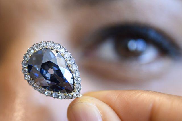 Το διαμάντι Μπλε Φαρνέζε των βασιλιάδων πουλήθηκε $6,7 εκατ.   tovima.gr