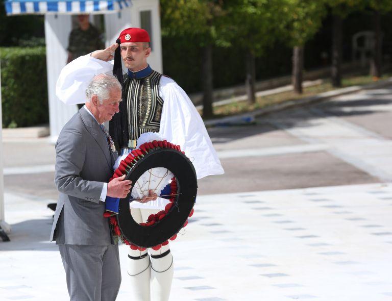 The Guardian: Ιστορική επίσκεψη Κάρολου στην Αθήνα για να γιατρέψει παλιές πληγές | tovima.gr