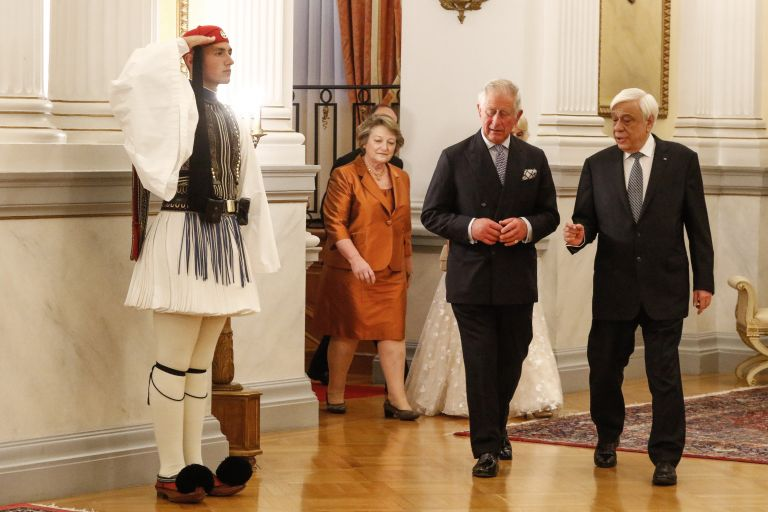 Στην Αθήνα ο πρίγκιπας Κάρολος και η Καμίλα – Ζήτημα επιστροφής των Γλυπτών του Παρθενώνα έθεσε ο Παυλόπουλος | tovima.gr