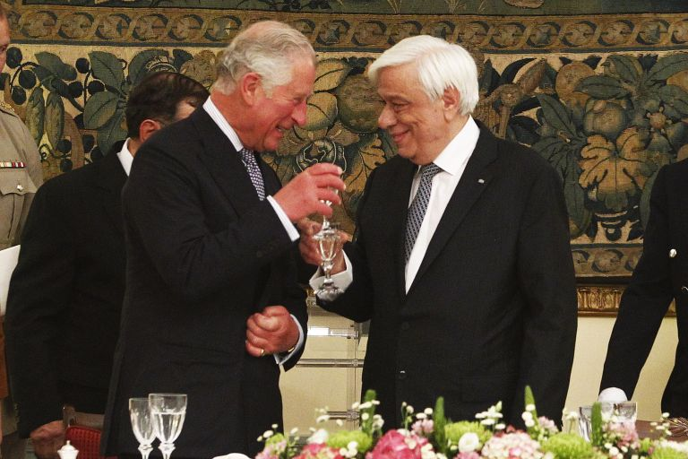 Pavlopoulos calls for return of Parthenon Marbles at dinner for Prince Charles | tovima.gr
