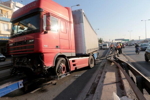 Για κακούργημα διώκετα ο 64χρονος οδηγός της νταλίκας του Κηφισού | tovima.gr