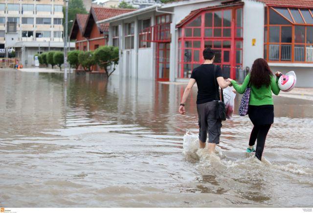 «Πολυκυτταρική καταιγίδα» έπληξε τη Θεσσαλονίκη | tovima.gr