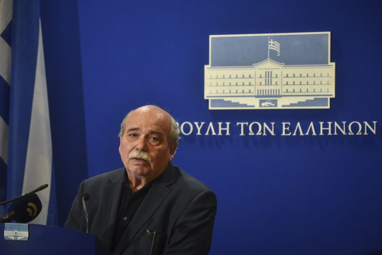 Βαθύτατη θλίψη για την απώλεια του Χάρρυ Κλυνν εκφράζει η πολιτική ηγεσία | tovima.gr