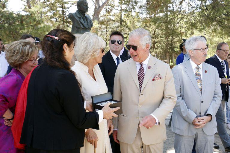 Ξενάγηση στην Κνωσό για τον πρίγκηπα Κάρολο και Καμίλα | tovima.gr