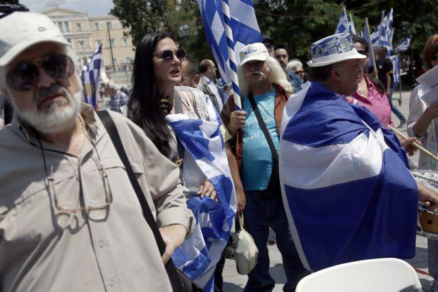 Συγκέντρωση στο Σύνταγμα για τους δύο στρατιωτικούς (Εικόνες) | tovima.gr
