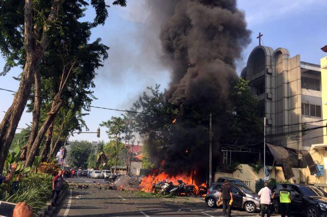 Ινδονησία: Κρατούσαν απομονωμένα ανάμεσα σε ισλαμιστές τα παιδιά των καμικάζι | tovima.gr