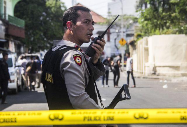Ινδονησία: Επίθεση σε αστυνομικό τμήμα με τέσσερις καμικάζι | tovima.gr