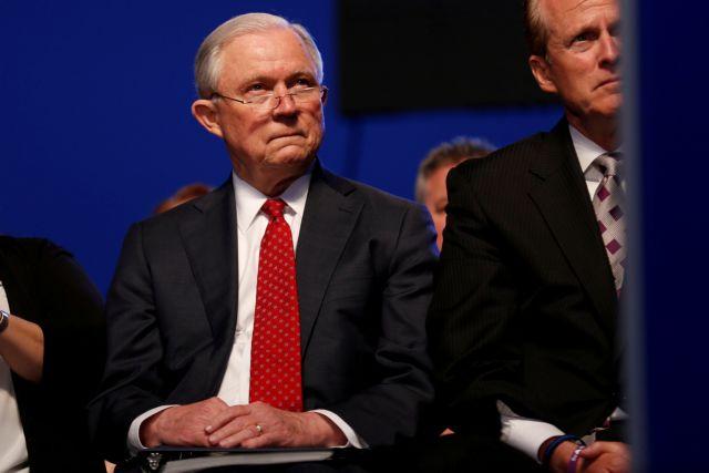 ΗΠΑ: Ο υπ. Δικαιοσύνης πίσω από την πολιτική μετανάστευσης Τραμπ | tovima.gr