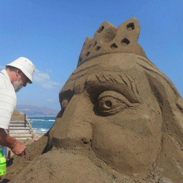 Γλυπτά από άμμο στέλνουν μήνυμα για την προστασία της θάλασσας   tovima.gr