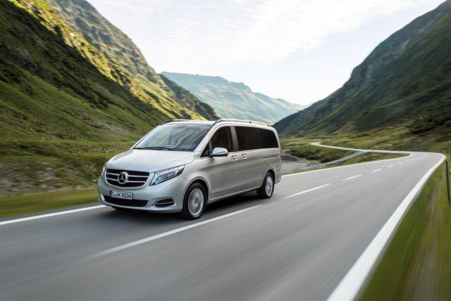 Mercedes-Benz V-Class – Peugeot Traveler VIP: Παράλληλοι δρόμοι | tovima.gr