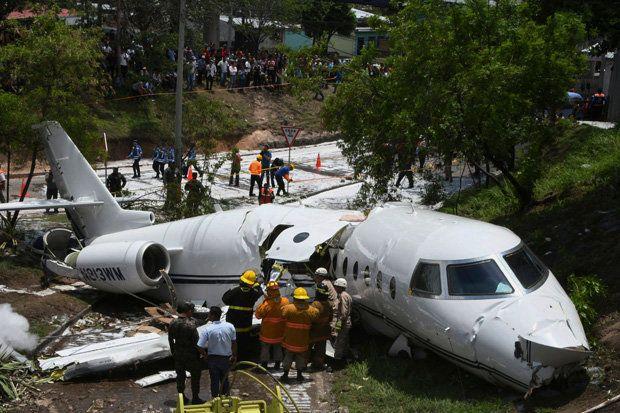 Τέξας: Σώoι οι επιβάτες αεροπλάνου που κόπηκε στα δύο(βίντεο – φωτό) | tovima.gr