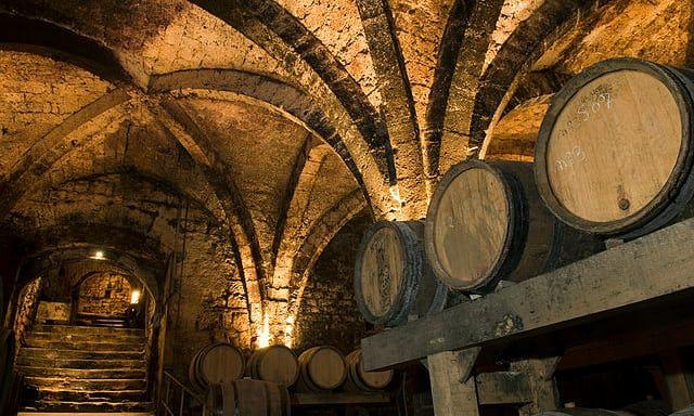 Προς πώληση τα παλαιότερα μπουκάλια κρασί στον κόσμο | tovima.gr