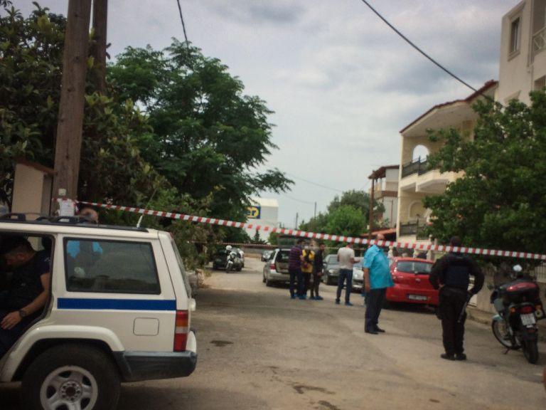 Νεκρή με δύο σφαίρες στο κεφάλι στη Μάνδρα | tovima.gr