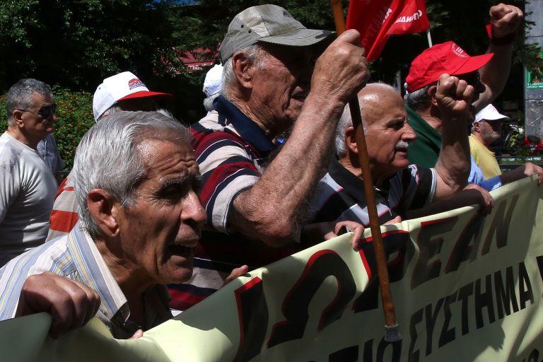 Υπουργείο Εργασίας: Καλλιεργεί φρούδες ελπίδες για τη διάσωση των συντάξεων | tovima.gr