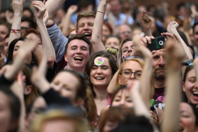 Ιρλανδία: Το «ναι» στις αμβλώσεις απόρριψη για την Καθολική εκκλησία | tovima.gr