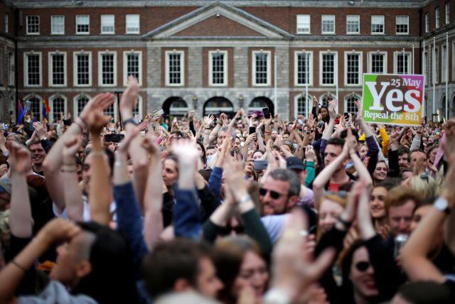 Στη Β. Ιρλανδία ζητούν νομιμοποίηση των αμβλώσεων | tovima.gr