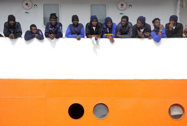 Η Ιταλία απαγορεύει τον ελλιμενισμό πλοίου με 629 μετανάστες   tovima.gr