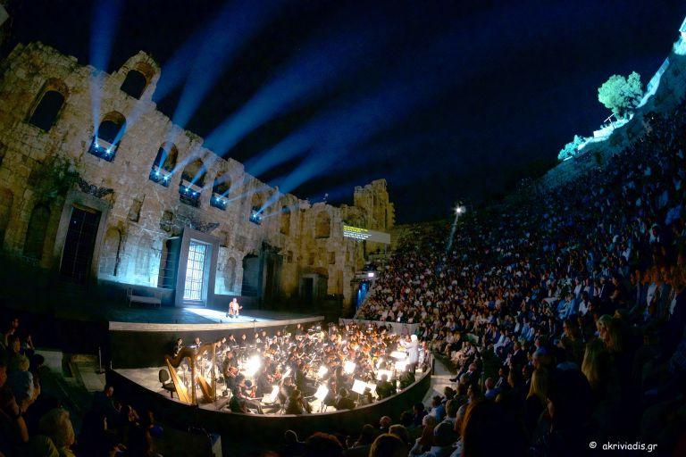 Συναυλία – αφιέρωμα στον Μάνο Ελευθερίου για την ενίσχυση των πυρόπληκτων | tovima.gr