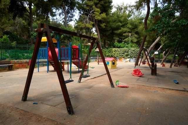 Δήμος Αθηναίων: Ετοιμες οι πρώτες 12 σύγχρονες και ασφαλείς παιδικές χαρές | tovima.gr