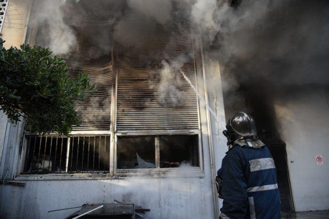 Φωτιά σε εγκαταλελειμμένο κτίριο στο κέντρο της Αθήνας | tovima.gr