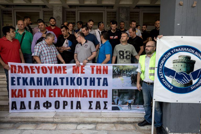 Οι «αναρχικοί/αναρχικές» ανέλαβαν την ευθύνη επίθεσης κατά των ΜΑΤ | tovima.gr
