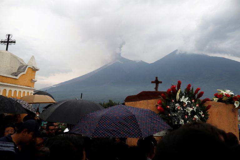 Γουατεμάλα: Νέα έκρηξη του ηφαιστείου, στους 73 οι νεκροί | tovima.gr