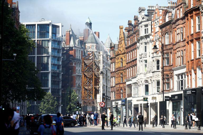 Λονδίνο: Μεγάλη πυρκαγιά – Σύννεφα καπνού καλύπτουν την πόλη | tovima.gr