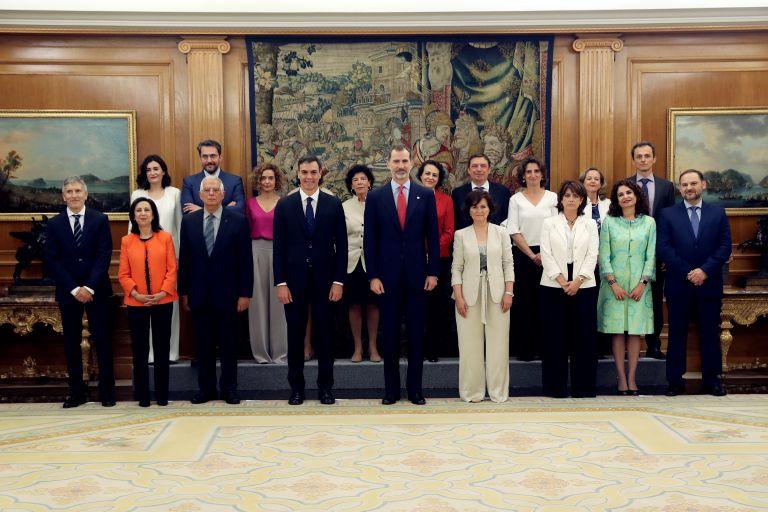 Ισπανία: 11 γυναίκες στην κυβέρνηση Σάντσεθ  – Ορκίστηκε ενώπιον Φελίπε | tovima.gr