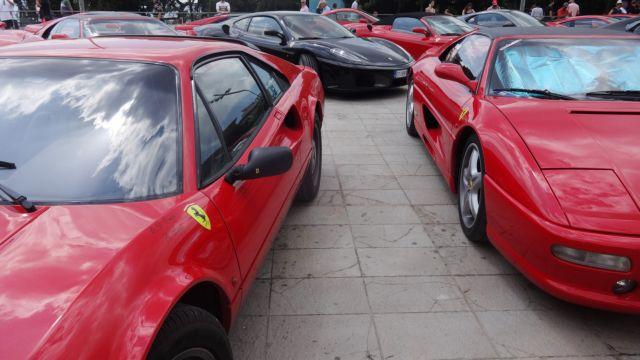 Δεκάδες αυτοκίνητα Ferrari στην Κέρκυρα | tovima.gr