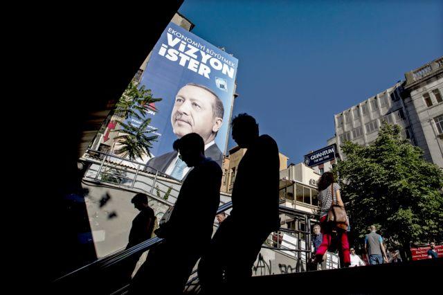 Ερντογάν: Υποσχέθηκε άρση της έκτατης ανάγκης στην Τουρκία | tovima.gr