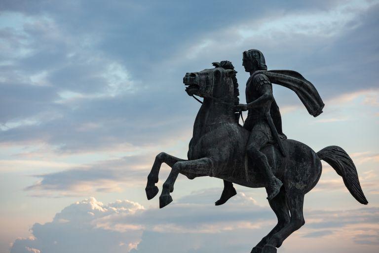Άγνωστοι βεβήλωσαν το άγαλμα του Μ. Αλεξάνδρου στη Θεσσαλονίκη   tovima.gr