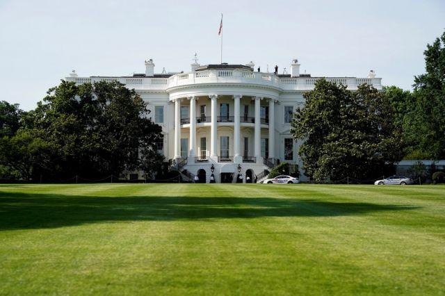 Politico: Κλίμα αποδιοργάνωσης και αποχωρήσεων στον Λευκό Οίκο | tovima.gr
