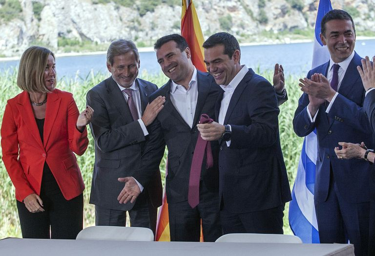 Δημοσκόπηση: Καταποντίζεται ο ΣΥΡΙΖΑ μετά τη συμφωνία των Πρεσπών   tovima.gr
