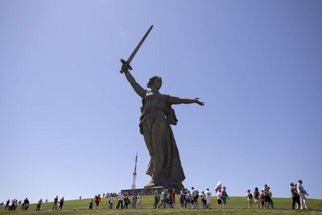 Μουντιάλ 2018: Oι Άγγλοι κατέθεσαν στεφάνια στη μνήμη των θυμάτων στο Στάλινγκραντ | tovima.gr