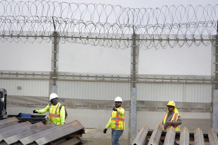 Τραμπ: Περισσότερα δολάρια  για το τείχος στα σύνορα με το Μεξικό   tovima.gr