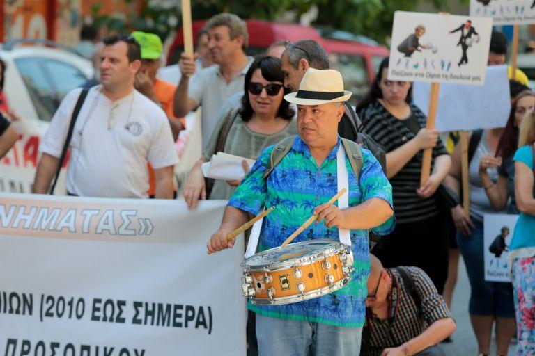 Συγκέντρωση διαμαρτυρίας της ΠΟΕΔΗΝ στο Υπουργείο Υγείας [Εικόνες]   tovima.gr