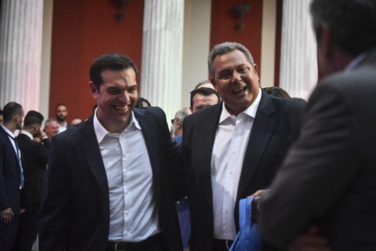 Τσίπρας: Το επικοινωνιακό σόου της γραβάτας κράτησε λίγο | tovima.gr