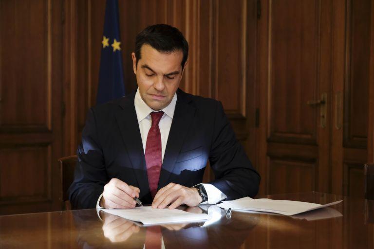 Η σκηνοθεσία της γραβάτας   tovima.gr