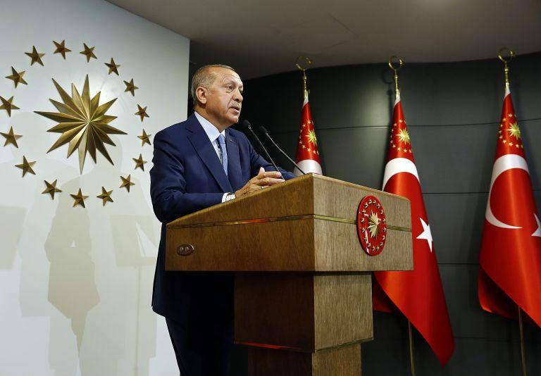Ερντογάν: Ο λαός με εμπιστεύτηκε – Κανείς δεν θα πλήξει τη δημοκρατία ρίχνοντας σκιές στις εκλογές | tovima.gr