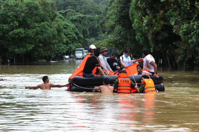 Βιετνάμ: 15 νεκροί από πλημμυρών και κατολισθήσεις [Εικόνες]   tovima.gr