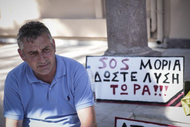 Συνεχίζει την απεργία πείνας ο πρόεδρος της Μόριας | tovima.gr