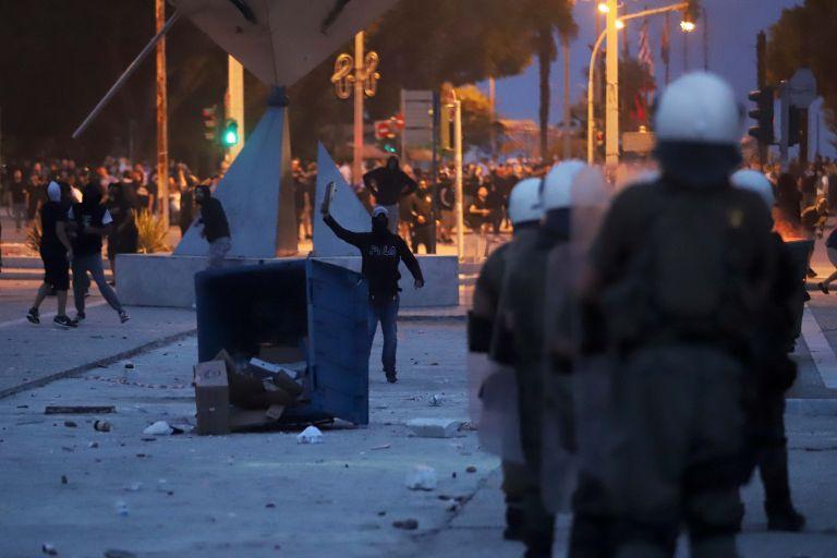 Αναβολή για τους πέντε που συνελήφθησαν για τα επεισόδια έξω από τη ΔΕΘ | tovima.gr