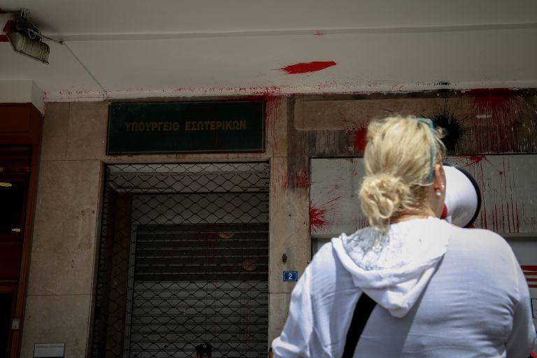 Λήξη συναγερμού για τις βόμβες στο υπουργείο Εσωτερικών   tovima.gr